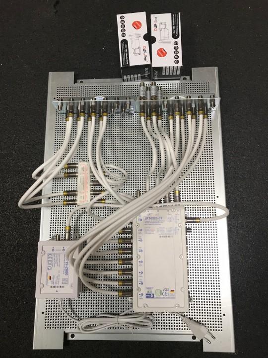 JultecJPS0508-8T_a2CSS_Breitband_LNB-Versorgung_Potentialausgleich_Lochblechplatte_Verteiler (1).jpg