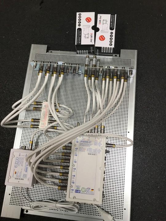JultecJPS0508-8T_a2CSS_Breitband_LNB-Versorgung_Potentialausgleich_Lochblechplatte_Verteiler (3).jpg