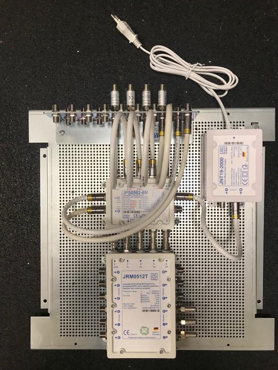 Jultec_JPS0502-8M_JRM0512T_kaskadiert_Unicable-EN50494_Legacy-Lochblechplatte_Potentialausgleich_Vormontage_Demo (1).jpg
