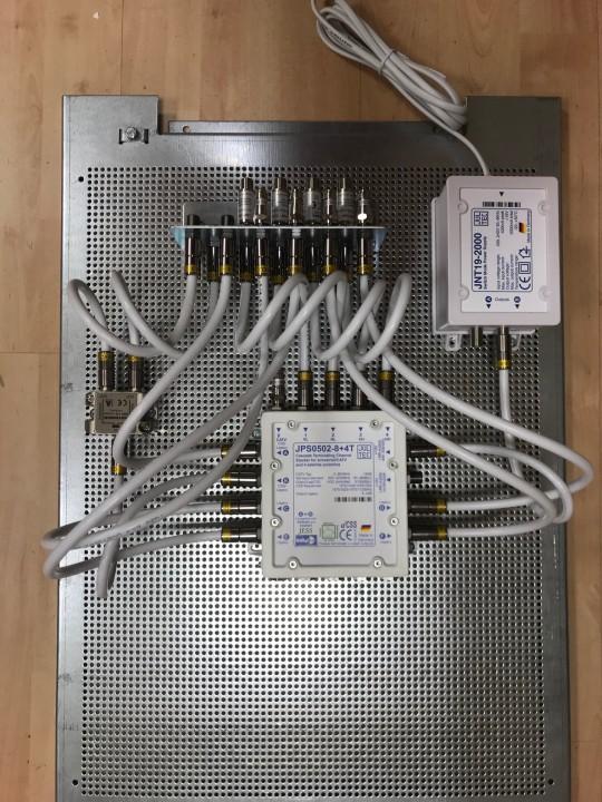 JultecJRS0502-8plus4T_Unicable_EN50494_Multischalter-Einkabeltechnik_Lochblechplatte_Potentialausgleich_Verteilung (1).jpg