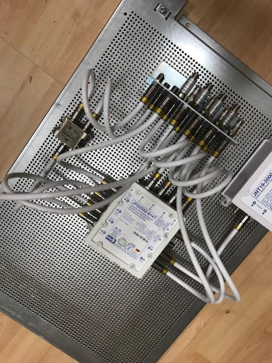 JultecJRS0502-8plus4T_Unicable_EN50494_Multischalter-Einkabeltechnik_Lochblechplatte_Potentialausgleich_Verteilung (2).jpg