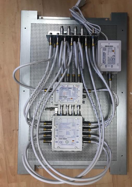 JultecJPS0501-8M2_JRM0508T_kaskadierter-Aufbau_Lochblechblatte_Schaltschrank_Potentialausgleich.jpg
