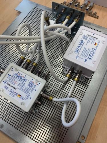 JultecJPS0502-8T_Breitband-LNB-Versorgung_Lochblech-Vormontage_Potentialausgleich (3).jpg