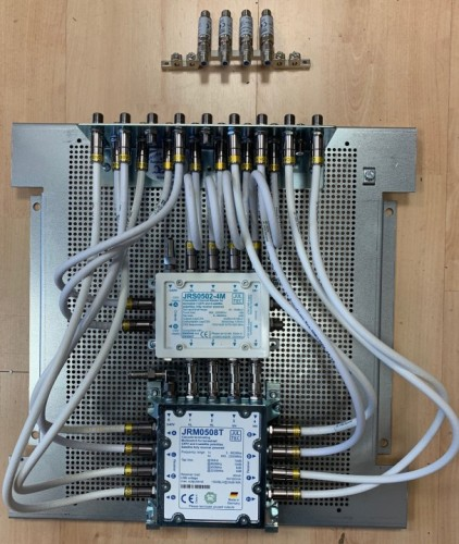 JultecJRS0502-4M_JRM0508T_Lochblechplatte_Potentialausgleich_Mast-naher_PA_Vormontage.jpg