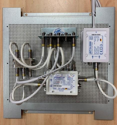 JultecJPS0502-8T_Breitband-LNB_Versorgung_4-fach-Verteiler_Potentialausgleich_Lochblechplatte.jpg