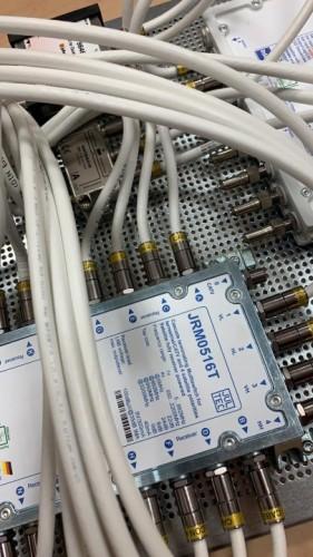 JultecJPS0901-8MN-JRM0516T_JESS-EN607-Breitband-LNB-Versorgung_JRM0516T_Legacy-Einspeisung-Lochblech_Potentialausgleich2.jpeg