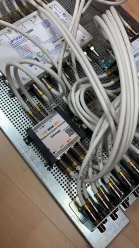 JultecJPS0901-8MN-JRM0516T_JESS-EN607-Breitband-LNB-Versorgung_JRM0516T_Legacy-Einspeisung-Lochblech_Potentialausgleich3.jpeg