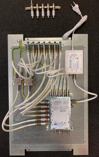 JultecJRS0506-8M_5-1-6-Unicable-Multischalter-EN50494_Lochblechplatte_Potentialausgleich_Vormontage_1.jpg