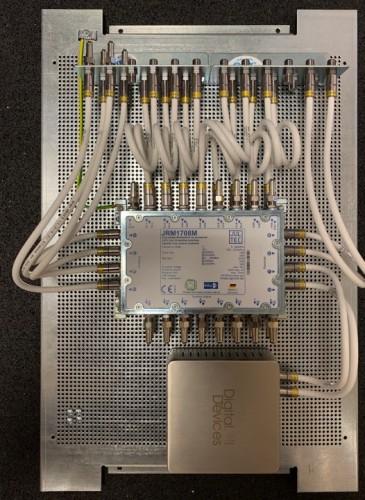 JultecJRM1708M_Sat-IP-Einspeisung_Lochblechplatte_Potentialausgleich_Erdung_fuer-4-Satelliten-moeglich_3-belegt_2.jpg