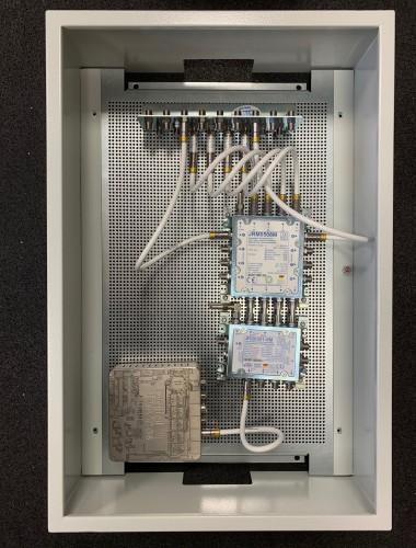 Jultec JRM0508M + kaskadiert JRS0501-8M mit Digital-Devices NET V2 Sat-over-IP Schalter im Schaltschrank Aufbau und Potentialausgleich (Test 60x40cm)