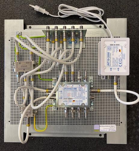 Jultec JRS0502-8M Breitband-LNB-Versorgung_Lochblechplatte_Vormontage_Potentialausgleich_1