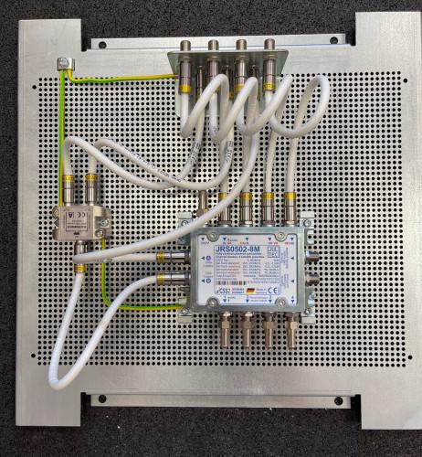 JultecJRS0502-8M_Unicable-Multischalter-Satanlagen-Aufbau-Lochblechplatte_Potentialausgleich-Verteiler_Erdung_1.jpg