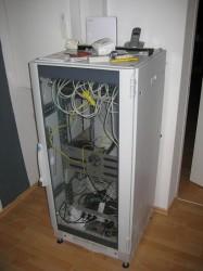 NetzwerkschrankLAN-Satanlage_Potentialausgleich_Kamera.JPG
