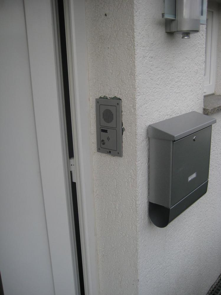 Haustür Klingel eingespeist in Telefonanlage.JPG