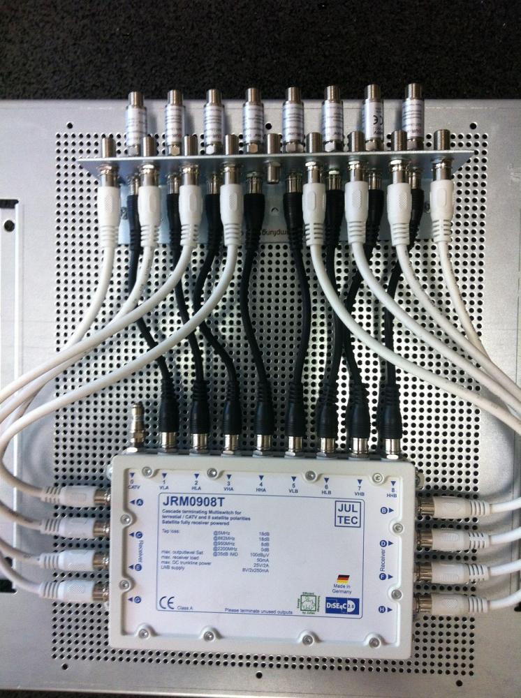 JultecJRM0908T_Potenzialausgleich-auf-Lochblechplatte-incl-Ueberspannungsschutz (2).JPG