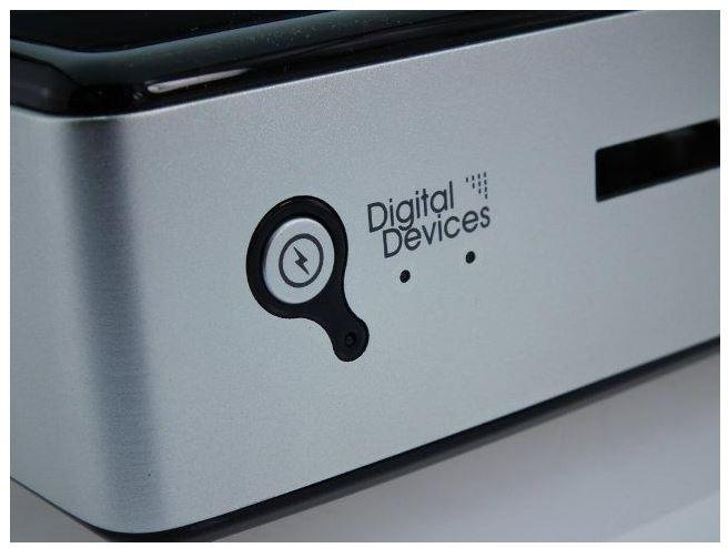DigitalDevices_Netzwerk_TV-Tuner_nah1.JPG