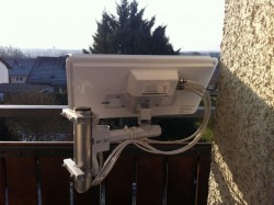 Selfsat-Antenen_Balkon-Halter_Befestigung-nach-innen (5).JPG