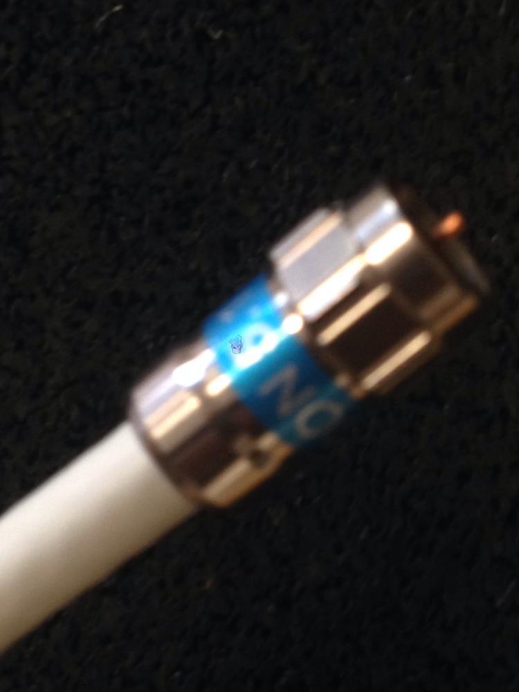 90db-Kabel_SelfInstall-Stecker_seitlich-nah.jpg