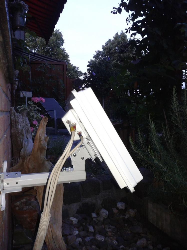 Selfsat-Antenne_Montage_Garten2.jpg