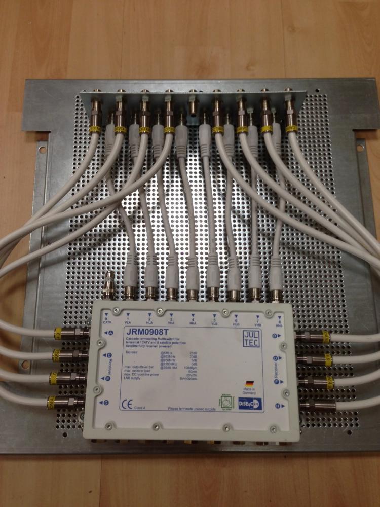 Jultec_JRM0908T_2-Satelliten_Multischalter_Aufbau_Lochblechplatte_Potenzialausgleich_Erdung.JPG