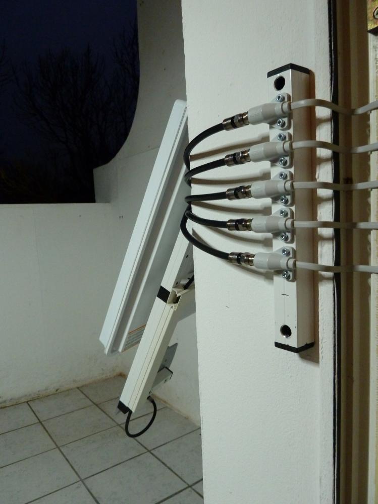 sat.flat_antenna.balcony.02.jpg