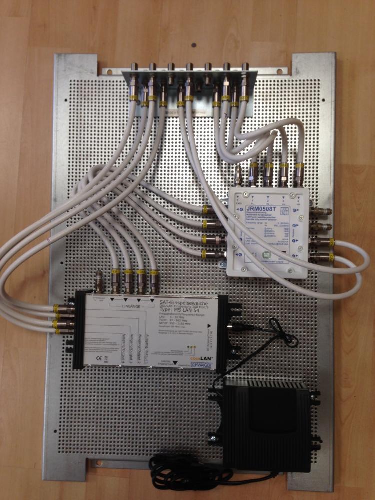 Jultec_JRM0508T_Coaxlan_CL55-Einpeisung_Potentialausgleich_Lochblechplatte_Vormontage.JPG