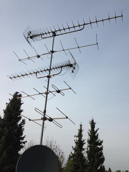 Antennenmast_DVB-T_DVB-S-Sat_DAB_VHF-UHF-Radio-terrestrische_Antennen.jpg