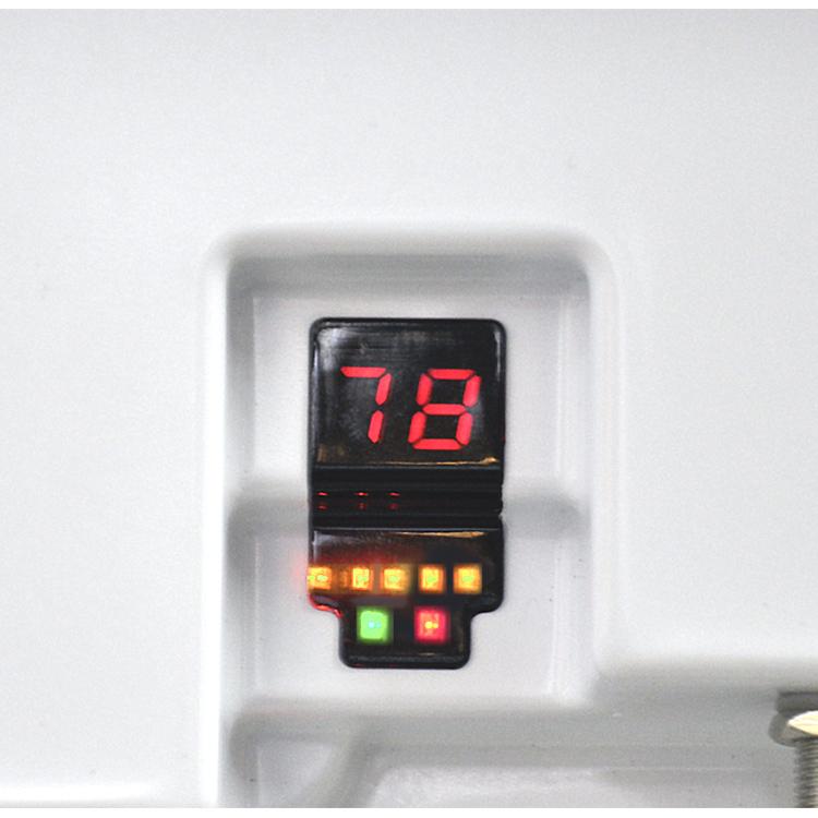 Selfsat-Flachantenne-Micro-EasyFind-Flat-Home-integrierter-Satfinder-Easyfind-2_LED-Anzeige.jpg