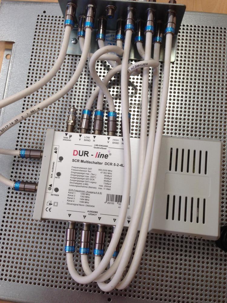 Dur-Line_DCR5-2-4L4_Unicable-Multischalter_Aufbau_Potentialausgleich_Lochblechplatte1.JPG