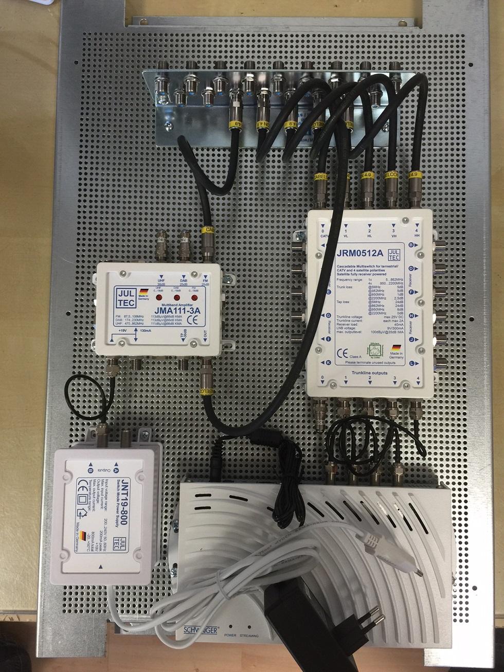 JultecJRM0512A_Sat_over_IP-Router_JMA111-3A_Verstaerker-Potentialausgleich_Schaltschrank-Aufbau.JPG