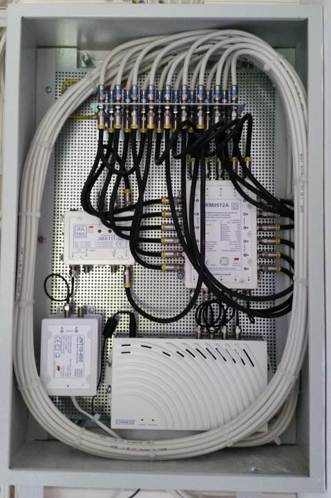 JultecJRM0512A_Multischalter_JMA111-3_Verstaerker_Sat-over-IP-Router_Lochblechplatte_Schwaiger_SatoverIP_Server.jpg