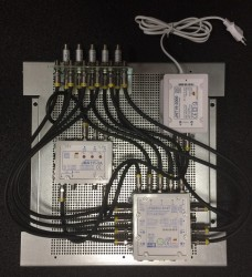 JultecJPS0502-8+4T_JMA111-3AN_DVB-T2-Einspeisung_Vormontage_Potentialausgleich_Lochblechplatte.jpg