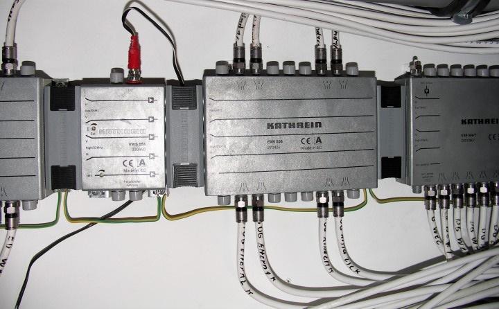 Kathrein_VWS551_Verstaerker_EXR508-T_558_Multischalter.jpg