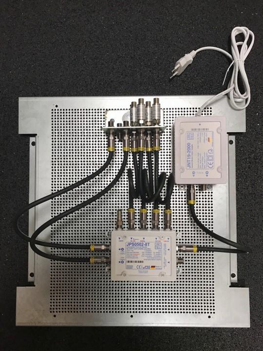 JultecJPS0502-8T_JNT19-2000-Netzteil_Lochblechplatte_Vormontage_Potentialausgleich.JPG