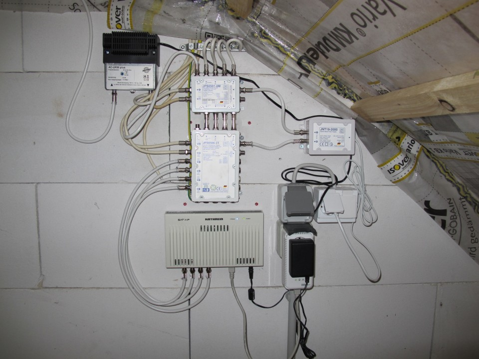 JultecJPS0506-3T-JPS0501-8M_Kaskade_Komplettaufbau_Sat_over_IP_Router-Kahtrein.JPG