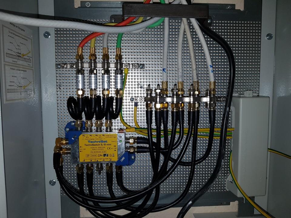 Technisat_TechniSwitch_5-8_Mini_Potentialausgleich_Schaltschrank-Montage_Verkabelung.jpg