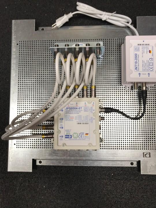 Jultec-JPS0504-8T_Breitband-LNB-Versorgung-2-Satelliten.JPG