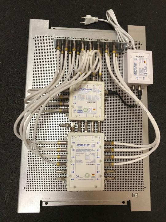 JultecJPS0508-4M-JRM0512T-Kaskadierter-Aufbau_Lochblechplatte-Potentialausgleich (4).JPG