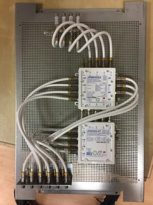 JultecJRS0504-4T_Unicable_EN50494_JRM0508A_Legacy-Multischalter-Lochblechplatte_Potentialausgleich_Ueberspannungsschutz.JPG