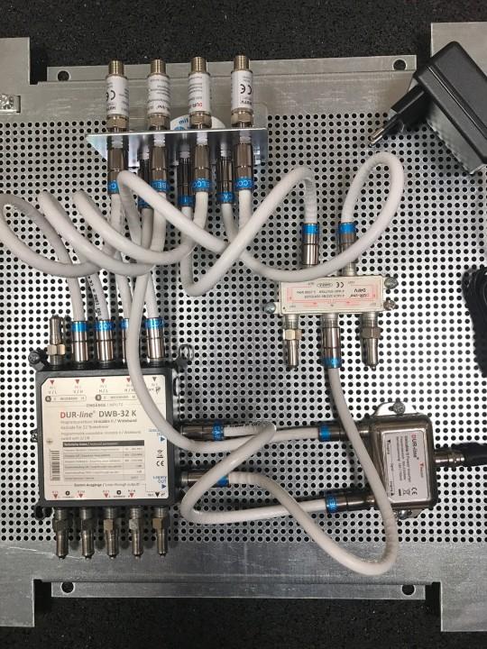 Dur-Line_DWB-32-K_Breitband-LNB-Versorgung_Wideband-Potentialausgleich-Verteiler-Voraufbau_Montage_Satanlage_JESS_EN50607 (2).JPG